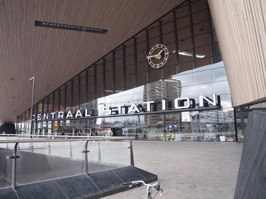 Nieuwe NS station Rotterdam lijkt op een modern NS station