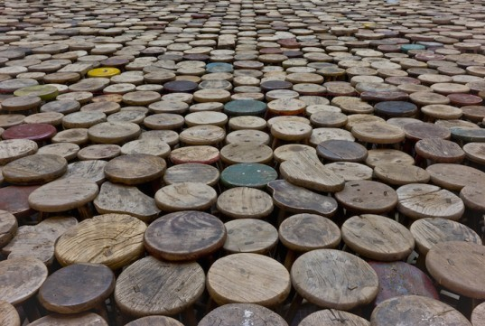 ai-weiwei-6000-stools-exhibition3-537x361